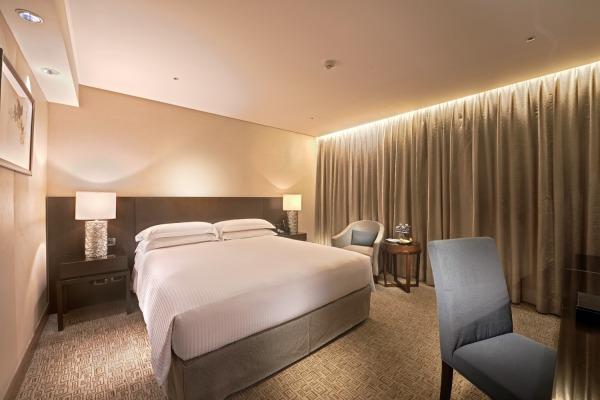 Sheraton Grande Hotel Room